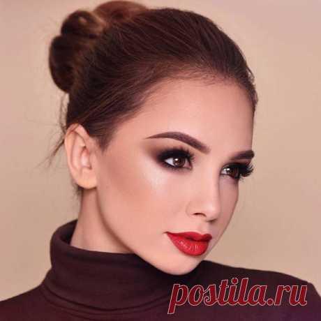 Вечерний макияж 2020: безупречные идеи для выхода в свет Создавать безупречный макияж ежедневно мечтает каждая женщина. Что уж говорить о вечернем выходе в свет.Хочется поразить всех собравшихся своим совершенством. Идеальный макияж является одним из звень...
