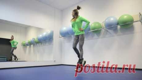 Тренировки Kangoo Jumps: 5 упражнений для новичков Kango Jumps – это один из сравнительно новых, но быстро набирающей популярность вид фитнес-тренировок.  Анастасия Лещёва, тренер фитнес-центра «Графит» (г. Рязань) по направлению Kango Jumps, занимается этим направлением почти 2 года.   Это интенсивная кардио нагрузка, полезная для нашего организма. В Kango Jumps бывает много разных направлений: аэробная, силовая и с элементами единоборств».   Kango Jumps до 80% снижает на...