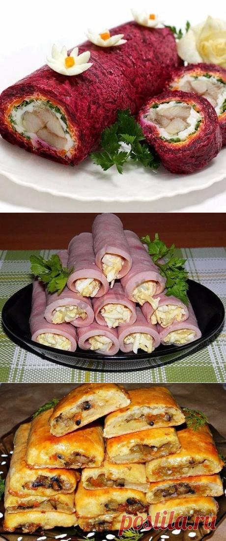 """Наш любимый новогодний салат """"Сельдь под шубой""""  =Ингредиенты: - картофель – 3 шт - яйца – 2 шт - морковь – 3 шт - свекла – 2 шт - соль – по вкусу - сельдь соленая – 2 шт - майонез – 200 г - яблоко – 2 шт - лук в шелухе – 1 луковица"""