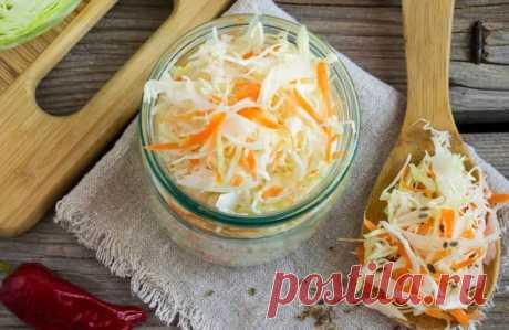Как солить капусту на зиму в банках? Простые рецепты в домашних условиях Приветствую! Хотите засолить капусту за один день очень вкусно и быстро? Но не знаете сколько брать соли на 1 кг