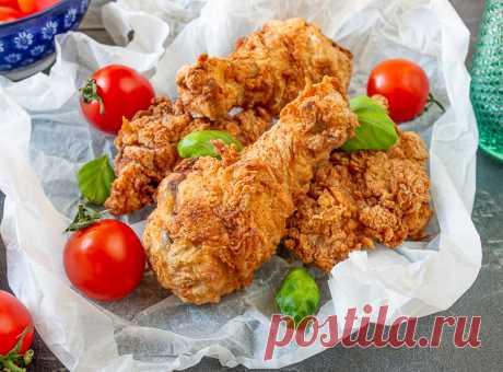 Жареная курица, как в KFC на Вкусном Блоге Как насчет курочки с хрустящей корочкой? Практически 1 в 1, как в одном фастфуде, специализирующемся на куриных запчастях 🙂 Это очень вкусно, хоть и не диетично. На гарнир – хоть картошку фри, хоть рис, хоть салат из свежих овощей. А еще такую курицу можно добавить в бургер, как основную мясную…