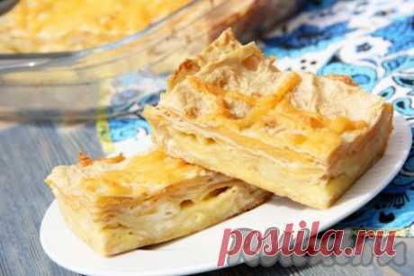 Пирог из лаваша с сыром в духовке - 9 пошаговых фото в рецепте Тонкий лаваш, как палочка-выручалочка. Из него можно и рулет закусочный сделать, и лазанью ленивую приготовить, ну и конечно выпечку. Я хочу поделиться простым рецептом приготовления слоёного пирога из лаваша с сыром в духовке. Пирог получается очень вкусным и нежным. Готовится довольно просто, ...