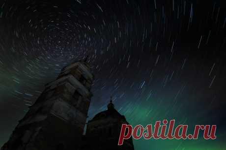 «Звездный хоровод». Фотограф – Михаил Туркеев: nat-geo.ru/photo/user/46662/ Спокойной ночи.