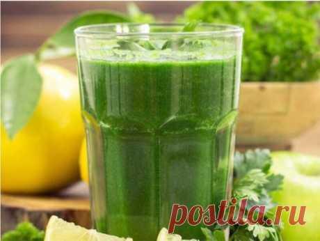 Сок петрушки — один из сильнейших соков по воздействию на организм. Этот сок — просто кладезь витаминов, минеральных веществ, микроэлементов. Он содержит витамины С, В, К, РР, ретинол, каротин, никотиновую кислоту и биофлаваноиды, обладающие сильным антиоксидантным действием и укрепляющие кровеносные сосуды. При всем богатстве полезных веществ, сок этот очень низкокалорийный (на 100 мл — 47 ккал), на 85% он состоит из воды, содержит около 8% углеводов, 4% белков, в нем пра...