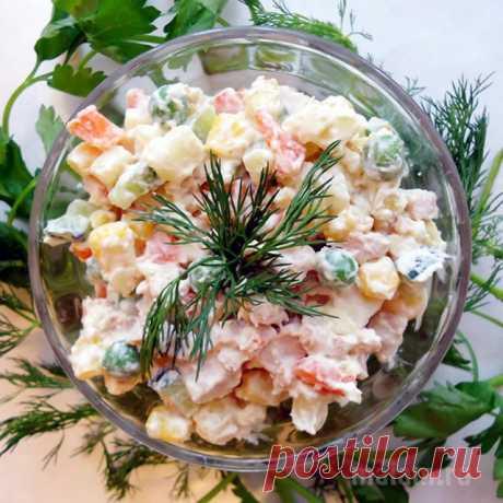 Постные блюда.  Оливье вегетарианский.  Этот вариант салата оливье можно смело предложить и вегетарианцам, и тем, кто соблюдает строгий пост, и просто всем любителям вкусных салатов!  Продукты (на 2 порции)  Картофель - 300 г Морковь - 150 г Фасоль спаржевая - 100 г Шампиньоны консервированные - 100 г Лук - 100 г Майонез постный - 100-120 г Соль - по вкусу Перец черный молотый - по вкусу