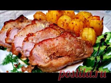 Горячее Блюдо На 1 кг. мяса лук - 1 большой чеснок - 3 зуб. соль - 2 .ч.л. перец - по вкусу специи к мясу - 1 ч.л. аджика - 1 ч.л. кетчуп - 2 ст.л. соевый соус - 50 мл. сметана - 3 ст.л. горчица в зернах - 1 ст.л. горчица - 1 ч.л. соль - по вкусу картошка - 700 гр.