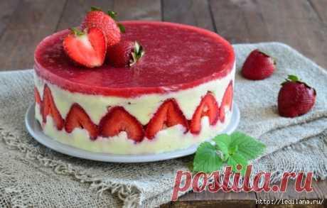 Recipes of amazing Frezye cake with strawberry, a kiwi, cottage cheese, mascarpone, chocolate.