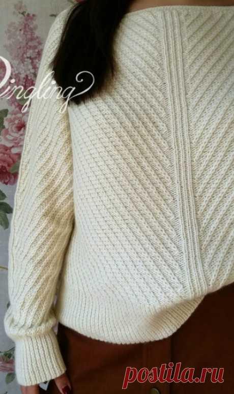 Пуловер с диагональным узором спицами
