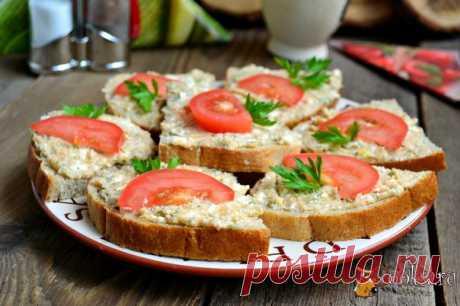Бутерброды с пастой из икры трески Предлагаю вам приготовить замечательные бутерброды с пастой из икры трески. Пасту я готовила сама - вкуснейшая штука получается! Такие бутерброды можно приготовить и для перекуса, и на завтрак, а можно подать и гостям.