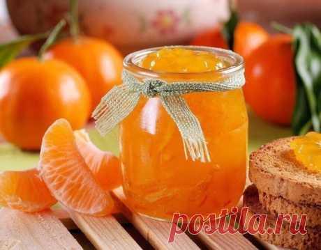 Рецепт ароматного варенья из мандаринов  Ингредиенты  Крупный апельсин — 1 шт.  Мандарины — 1 кг Показать полностью…