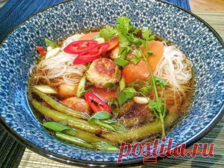 Суп с фрикадельками по тайски пошаговый рецепт | Foodbook.su Рецепт этого супа с фрикадельками относится к Азиатской кухне. По традиции подобные блюда готовятся очень быстро, потому что все ингредиенты подготавливаются к готовке заранее.