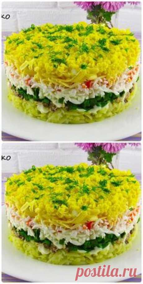 Очень нежный,вкусный слоеный салат,по вкусу напоминает салат»Мимоза».