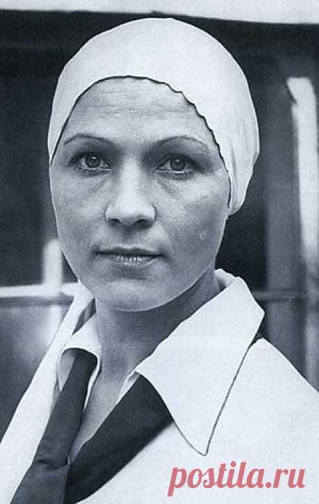 Нина Русланова. Творческая биография