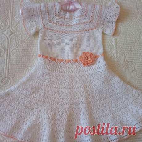 Платье для девочки 2 -3 лет, длина изделия 52 см, обхват талии 48 см.