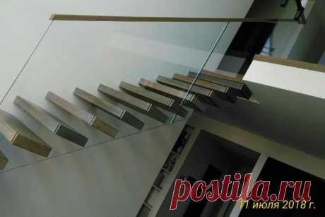 Консольная лестница со стеклом