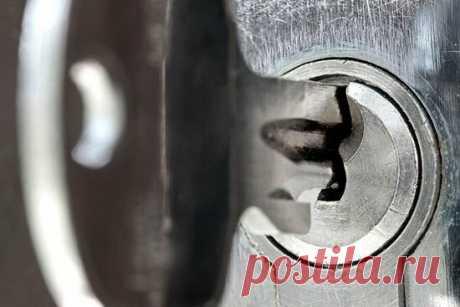 Что делать если в замочную скважину засунули жвачку или спички? | Строю сам | Яндекс Дзен