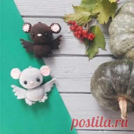 Амигуруми летучая мышь крючком простая схема вязнания Маленькая амигуруми летучая мышь крючком с очень простой схемой вязания. Вам понадобится пряжа двух цветов и подходящий крючком. Схема летучий мыши не
