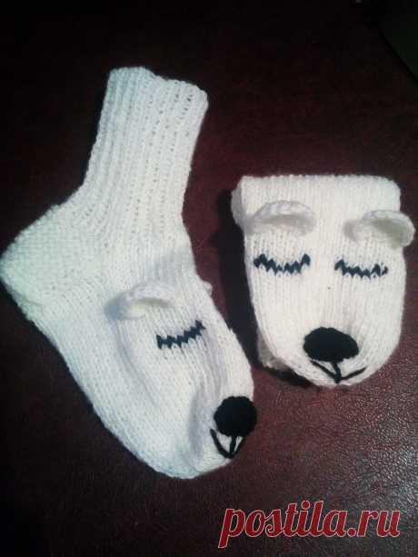 Носки белые спящие мишки.Цена 1000р. Возможна доставка. Обращаться по тел. 8-922-779-02-14