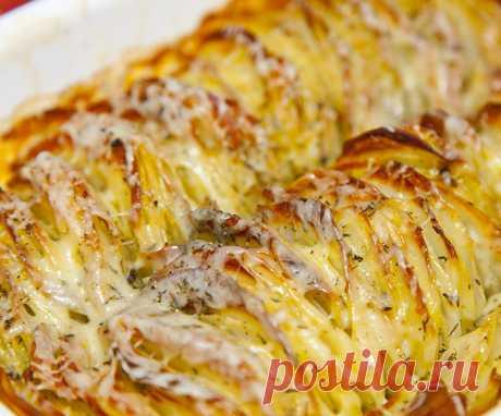 Хрустящий картофель буланже Хрустящий картофель буланже  Замечательный картофель – эффектно уложенный вертикально, с хрустящей золотистой корочкой, с расплавленным сыром, нежный внутри, очень ароматный. Настоящее наслаждение! Эт…