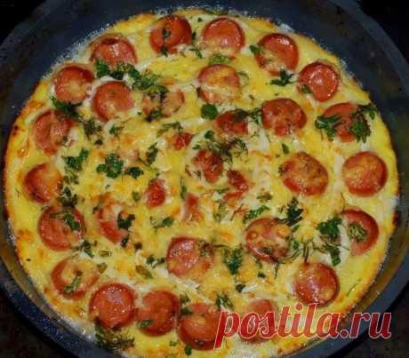 Запеканка из картофеля с сосисками - Mir Cooking Ингредиенты: – 5 картофелин – 4 сосиски – 2 яйца – 100 г твердого сыра – масло – зеленый лук – черный молотый перец – соль Приготовление: Картофель очистить и отварить в подсоленной воде. Остудить, натереть на крупной терке и добавить взбитые яйца. Посолить, поперчить, перемешать. Выложить картофельную массу на смазанный маслом противень. Сверху разложить […]