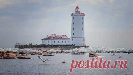 В России ищут смотрителя маяка для жизни на острове в Балтийском море Предыдущего работника чуть не зарезали.