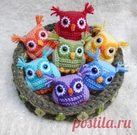 Little Sweetheart Rainbow Owl Wow! If you are looking for the best owls you are welcome. This collection can be made in any coloros. Eyes, small ears, wonderful eyes, and the little nose. All can be great toys for children and not only. This pattern is available totally for free in below: More free