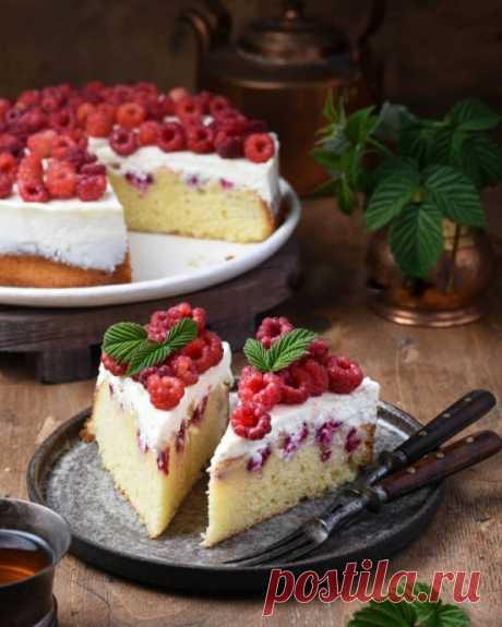 Пирог с малиной и сметанным кремом