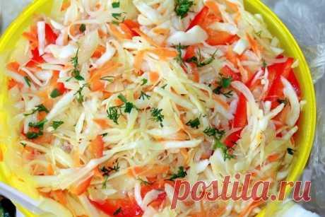 Рецепт «Быстрая засолка капусты горячим способом»   Благодаря данному рецепту Вы сможете довольно быстро приготовить вкусную, хрустящую соленую капусту, да ещё и с ароматным болгарским перцем. Такой заготовкой непременно нужно порадовать близких и гостей. Для горячей засолки капусты понадобится:  - 0,25-0,3 кг белокочанной капусты,   - 100 г моркови,  - 100-150 г перца болгарского.  А для рассола на 1 литр воды берется:  - 25 г соли,  - 40 г сахара.   Капуста перед засолко...