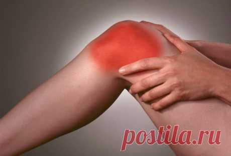 Болят колени, лечение народными средствами....  ✔Если болят колени, нужно взять лист хрена, окунуть в кипяток, приложить на 2-3 часа к коленям. Листья хрена хорошо вытягивают соли и боль проходит. Курс лечения – 7 дней. ✔Если травмированы суставы …