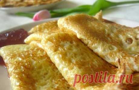 Нежные, воздушные с дырочками и по-домашнему ароматные заварные блины! Ингредиенты: Яйцо — 2 штуки; сахар — 2 столовые ложки; соль — щепотка; кефир — 0,5 литра; молоко — 0,5 литра; мука — 15 столовых ложек; сода 1 чайная ложка без верха, погашенная укусом.  Взбейте 2 яйца с сахаром и солью, добавьте кефир и соду, перемешайте. Постепенно добавляйте муку. Молоко доведите до кипения, и горячим добавляйте в тесто потихоньку, все время перемешивая. Дайте тесту постоять 10-15 ми...
