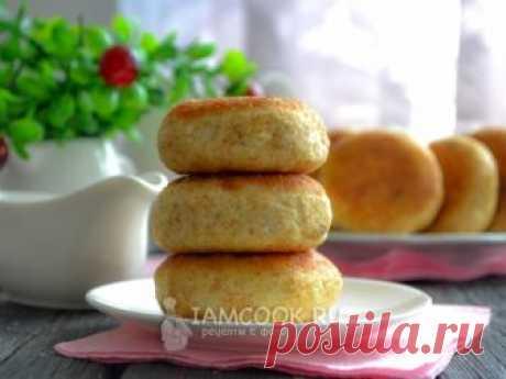Пышные сырники на сковороде — рецепт с фото Простые, вкусные сырники домашнего приготовления с овсяной мукой и изюмом.