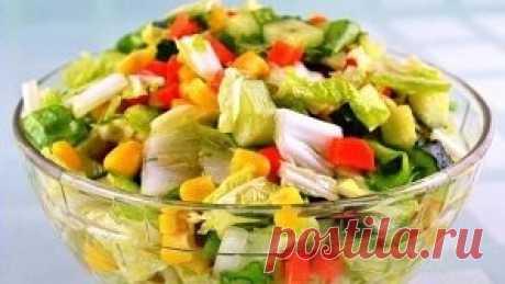 ТОП-7 вкусных салатов без майонеза! 1. Салат овощной с маслинами и фетой. Ингредиенты: помидоры, огурцы, болгарский перец – всего по 200 г. Фета – 200 г, которую можно заменить брынзой. Десять-пятнадцать маслин без косточек, по вкусу зелень, соль, перец. Три столовых ложки растительного масла и две столовые ложки лимонного сока. Приготовление: Огурцы нарезать соломкой, помидоры – кубиками. Из перца необходимо удалить семена и нарезать его соломкой. Чтобы приготовить вкусну...