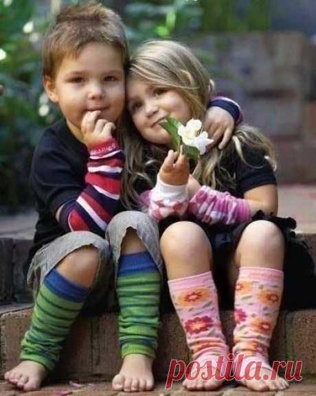 Хорошие друзья достаются тому, кто сам умеет быть хорошим другом