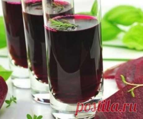 Стакан этого сока в день может помочь победить гипертонию Употребление свекольного сока способствует расширению кровеносных сосудов и улучшению кровоснабжения, что может стать спасением для гипертоников.