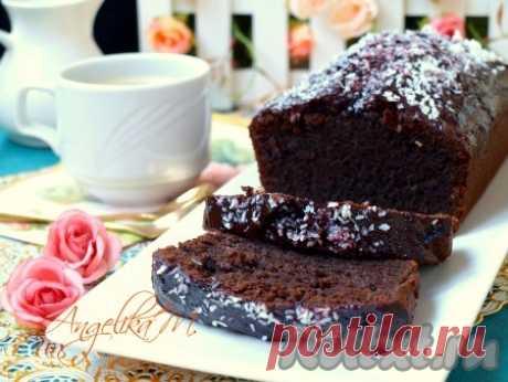 """Шоколадный кекс на сметане - 9 пошаговых фото в рецепте Предлагаю вам испечь очень вкусный шоколадный кекс на сметане и растительном масле. Кекс получается мягким и влажным, просто тает во рту. Его можно приготовить на основе какао или порошка типа """"Несквик"""". Кекс готовится очень просто, все продукты доступные. Отличная выпечка для домашнего ..."""
