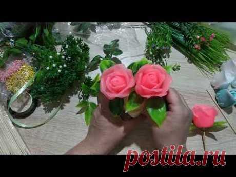 Собираю и упаковываю три букета из разных роз