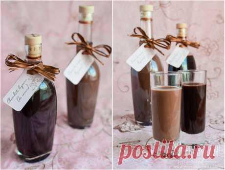 Два шоколадных ликера… Близится Валентинов день, и я предлагаю напоить свою половинку шоколадным. Ну, принято же, что в этот день шоколад должен быть равноправным участником всего происходящего, так? Так что давайте напьемся по-шоколадному! Вообще есть шоколикер Creme de cacao, который готовится путем настаивания…