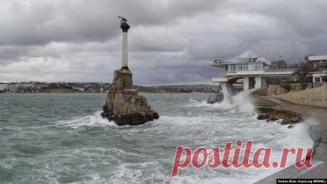 Севастополь во власти стихии – шторм, ветер и волны (фотогалерея)