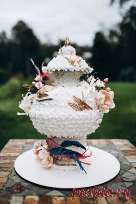 Когда свадебный торт - настоящее произведение искусства! Смотрите продолжение каждой истории по ссылке в описании фотографии.