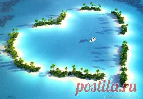 Атолл в Тихом океане.