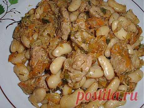 Фасоль, тушеная с овощами с добавлением мяса