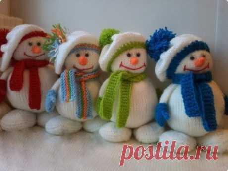 Снеговички, вязанные спицами. Мастер-класс (Вязаные игрушки) — Журнал Вдохновение Рукодельницы