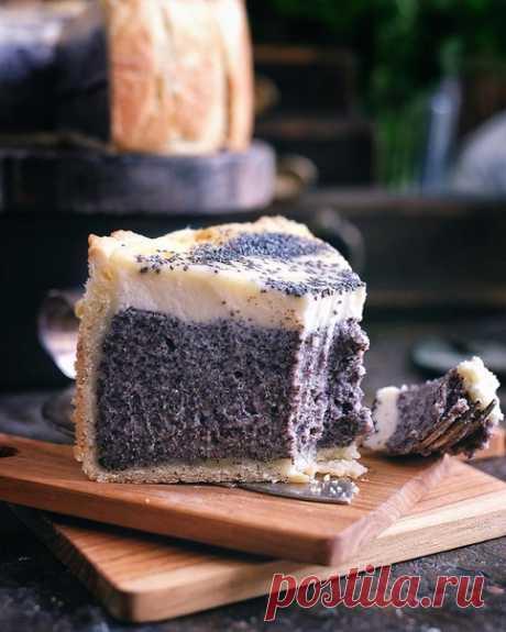 Маковое блаженство  Рецепт на форму 15-16 см, можно и больше, но тогда будет низкий тарт 100 гр муки 50 гр холодного сливочного масла 50 гр сливочного творожного сыра 1/2 чл разрыхлителя 1 желток 1 чл сахара Щепотка соли Муку просеять с разрыхлителем, солью и сахаром, добавить масло кусочками и сыр. Растереть в крошку, добавить желток и замесить мягкое эластичное тесто. Убрать в холодильник на 15-20 мин Маковый крем 250 мл молока 125 гр мака 50 гр манной крупы 50 гр сливоч...