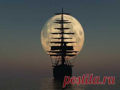 Парусник на фоне полной луны.