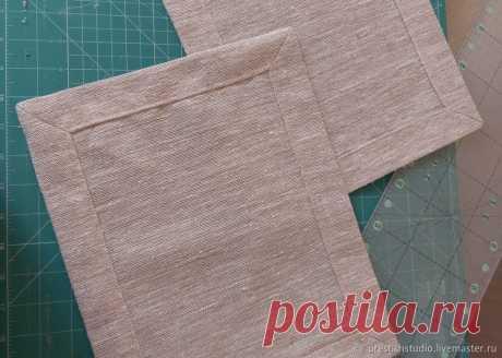 Оформляем красивый уголок у скатертей и салфеток Обычно при пошиве скатертей, салфеток и кухонных полотенец делают двойную подгибку и прошивают по периметру. Если ткань плотная, то лишняя толщина в углах искажает их.