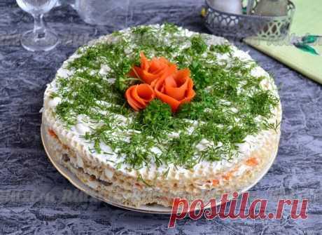 Селедочный торт на вафельных коржах  Настоятельно рекомендую вам приготовить на ближайший праздничный стол шикарный селедочный торт на вафельных коржах. Этот закусочный тортик не оставит никого равнодушным, он получается интересным и необычайно вкусным! Готовить такой торт нужно незадолго до подачи, чтобы вафельные коржи не размокли и немного хрустели, хотя, честно сказать, даже без хруста тортик остается таким же вкусным.   Для приготовления селедочного торта на вафельных...