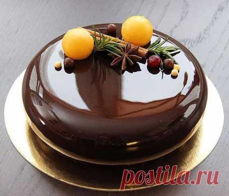 Зеркальная глазурь для торта  Когда пеку торт, покрываю его зеркальной глазурью по этому рецепту! Блеск… Готовила эту глазурь впервые и очень волновалась: так хотелось, чтобы получилось… В зеркальном глазурированном покрытии можно увидеть свое отражение — такой десерт всегда будет вызывать восторг за праздничным столом! Этот рецепт оправдал мои надежды, покрытие для торта вышло на редкость удачным. Искристая, блестящая поверхность без единого недостатка… К тому же это непе...
