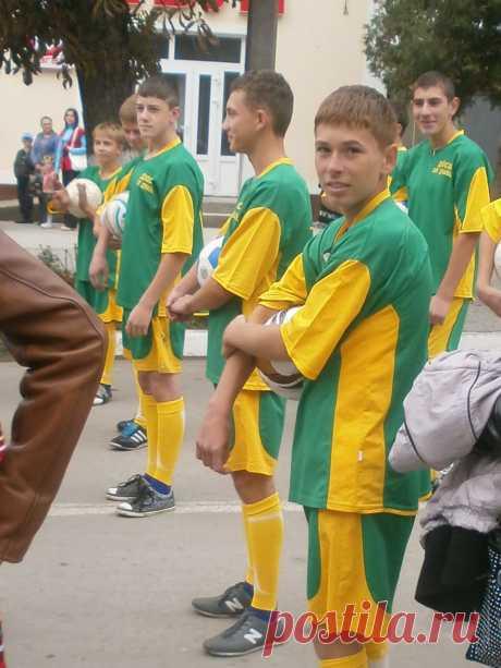 Юные футболисы.