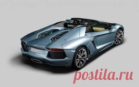 2013-Lamborghini-Aventador-LP-700-4-Roadster-rear-three-quarter-top-down Photo #290681 - Motor Trend WOT