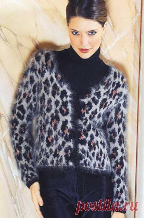 Пушистый жакет леопардовой расцветки для полных и стройных спицами – схемы вязания с описанием